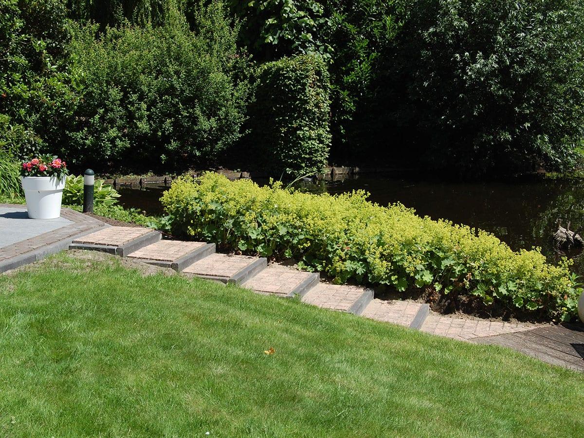Tuinaanleg onderhoud koornneef de lier for Prijzen tuinonderhoud